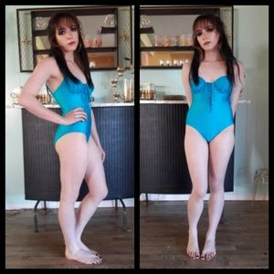 Beautiful vintage 80's one piece swimsuit like new